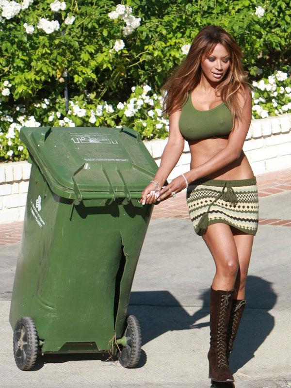 Секс в мусорном баке
