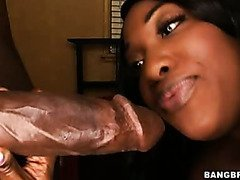 Aryana Star has a bald pussy and juicy ass